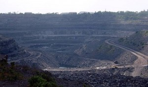 800px-Coal_mine_in_Dhanbad,_India