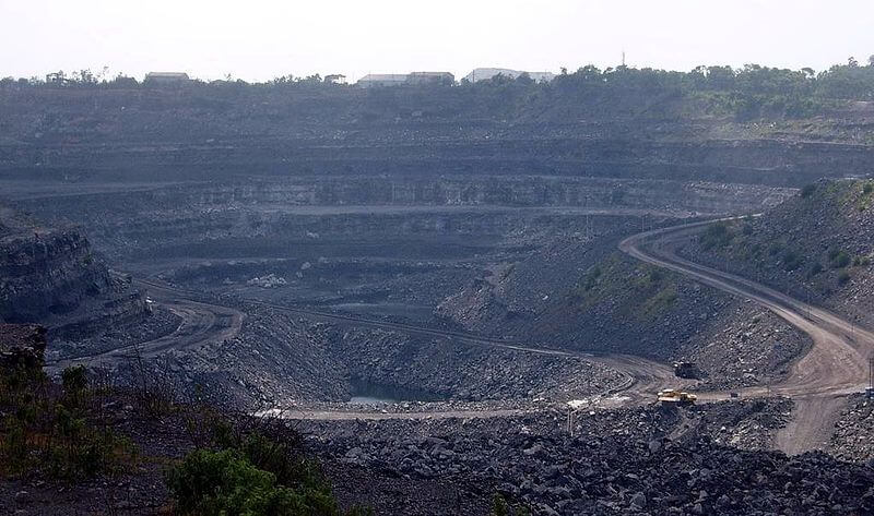 800px Coal mine in Dhanbad India