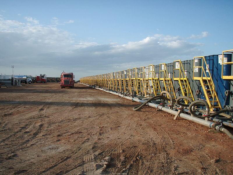 800px Water tanks preparing for a frac job