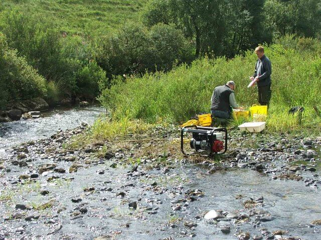Fishery_Biologists_at_Work._-_geograph.org.uk_-_430113