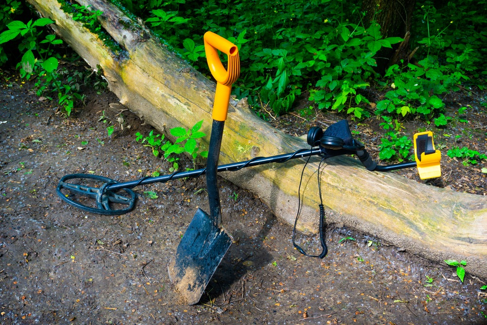 featured metal detecting shovels review article