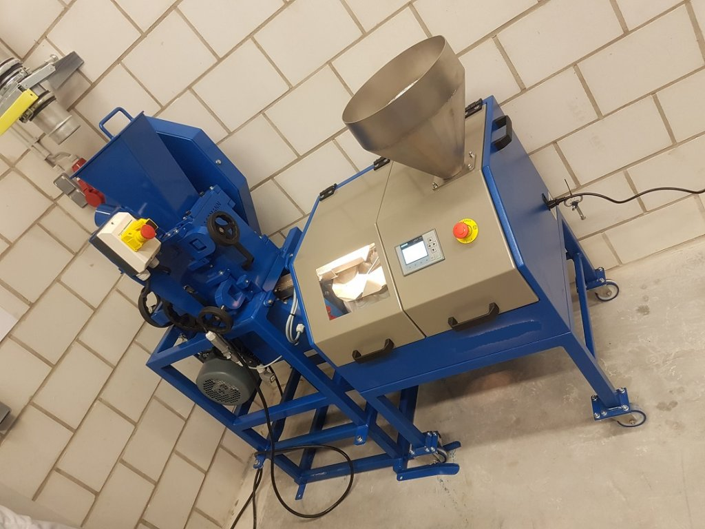 laboratory crusher discharge sample splitter (1)