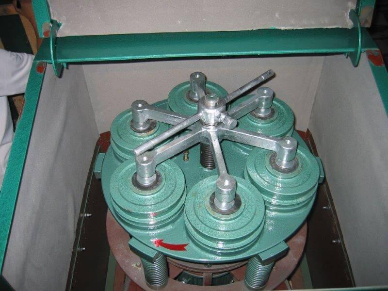 laboratory ring & puck pulverizer (8)