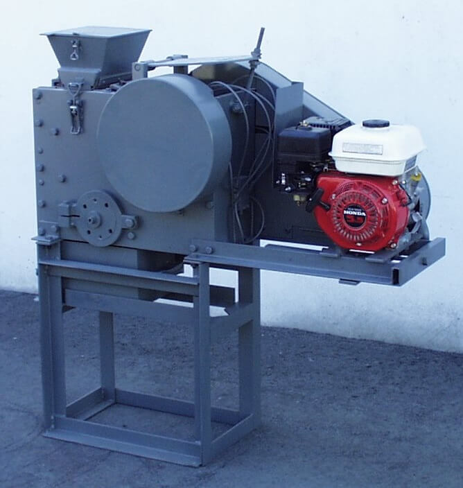 portable rock crusher with gasoline motor (1)