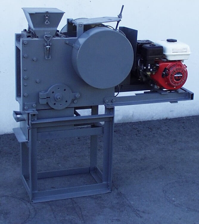 portable rock crusher with gasoline motor (3)
